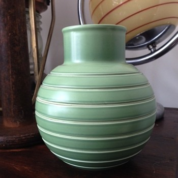 Wedgwood vase ? keith murray vase but not KM stamped. - Art Deco