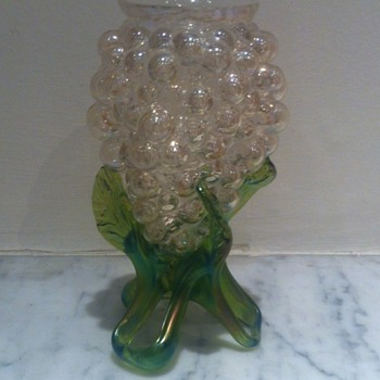 Kralik grapes - good enough to eat - Art Glass