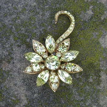 Vintage Weiss Brooch - Costume Jewelry