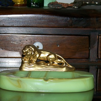 Lion Slag Houze Glass Ashtray