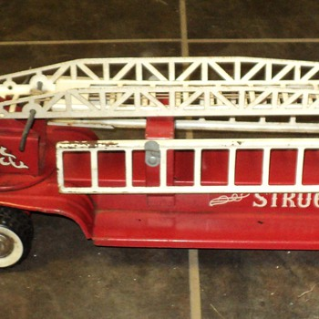 Antique Structo Fire Engine - Firefighting
