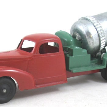 Hubley 47 Ford Cement Truck - Model Cars