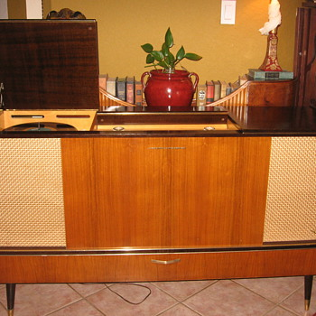 1959 Grundig SO162 Stereo Console - Records