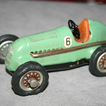 schuco wind up race car 1050