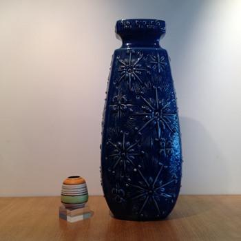 SCHEURICH BODENVASE KOSMOS FORM 263 - Art Pottery
