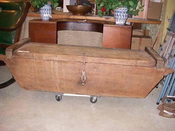 Antique seaman 39 s chest collectors weekly for Seamans furniture