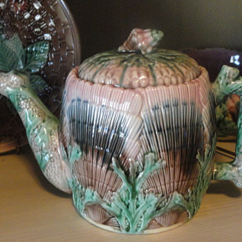 Majolica Etruscan Seashell pattern