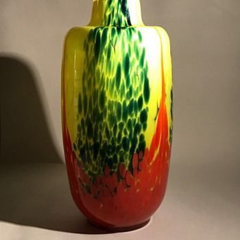 A Large Scailmont Yellow/Green Spatter with Red Pulls Vase