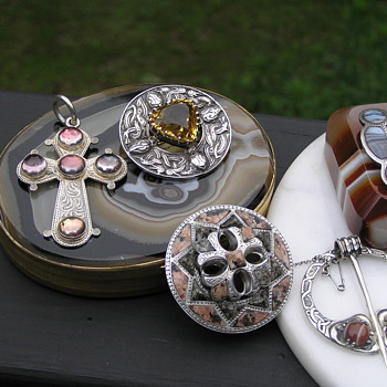 "Scottish-Victorian Stone or ""Pebble Jewelry"" - Fine Jewelry"