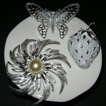 Silver Tone Sarah Coventry Brooches - Costume Jewelry