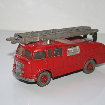 Dinky Supertoys Fire Engine toy - Model Cars