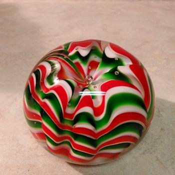 CHRISTMAS PAPERWEIGHT - Art Glass