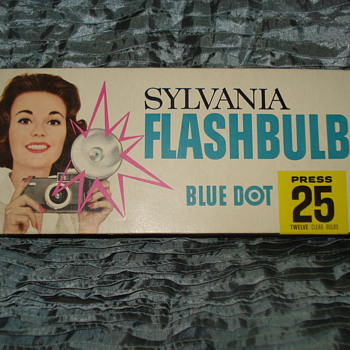 SYLVANIA FLASHBULBS BLUE DOT PRESS 25 12 CLEAR BULBS - Cameras