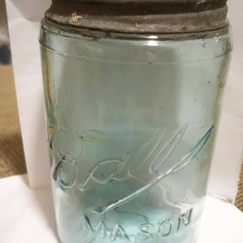 Need help on this pint ball jar. - Bottles