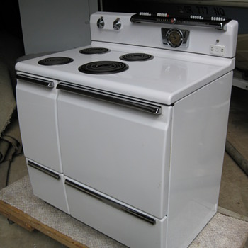 Early 50's GE Stove - Kitchen