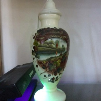 Uranium glass urn
