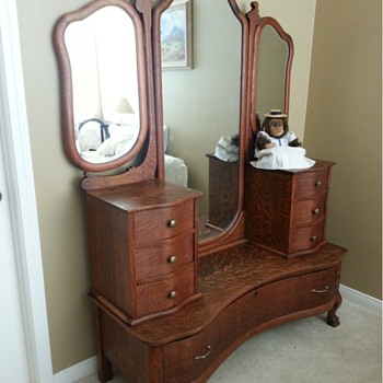 Gentleman's dresser - Furniture