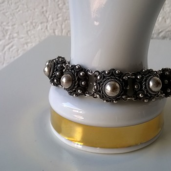 More Out Of Geri's Stash > Zeeuwse Knopje (Zeeland Button) Sterling Bracelet