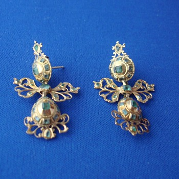 Spanish 18th Century Emerald Green Gold Earrings