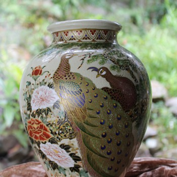 Satsuma peacock vase - ID help required please! - Asian