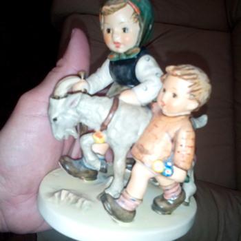 Vintage Hummel Figurine - Figurines