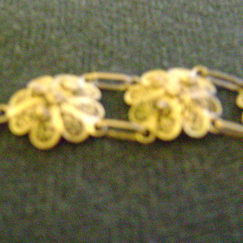 More pictures of grandmother's bracelet