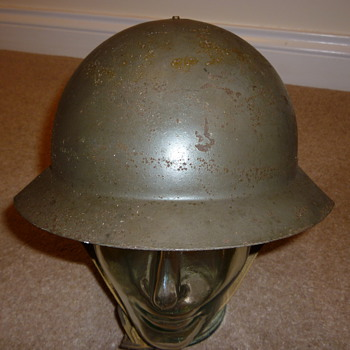 Unusual WW11 helmet - Military and Wartime