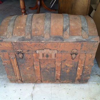 my old looking trunk - Furniture