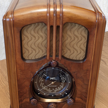 My Zenith 7-J-232 &quot;Waltons&quot; Radio