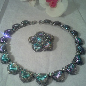 Jomaz Molded Glass Seashell Necklace Brooch