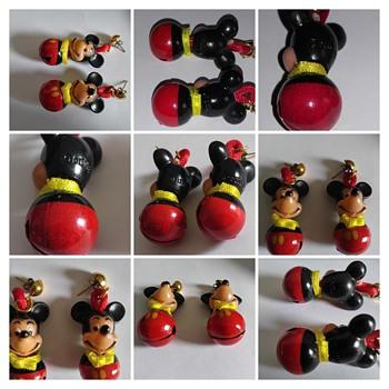 mickey christmas earrings