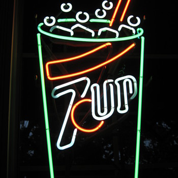 7UP Neon Sign - Signs