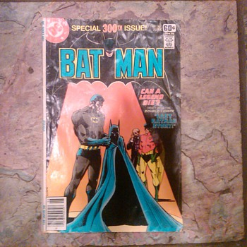 THE LAST BATMAN STORY 300TH ISSUE ! - Comic Books