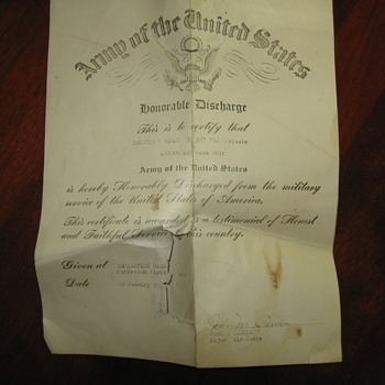 Old  WW2 Discharge..\ - Military and Wartime