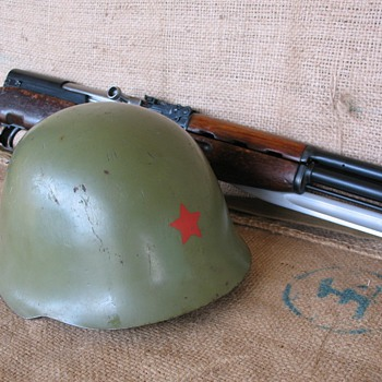 Yugoslavia M59/85 Steel Helmet with Red Star - Military and Wartime
