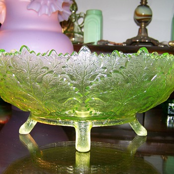 Vaseline Maple Leaf Bowl by Gillinder & Sons - Glassware