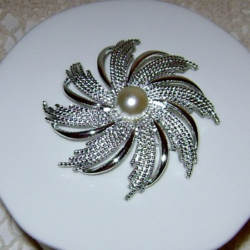 Vintage Sarah Coventry Brooch - Silvery Sunburst