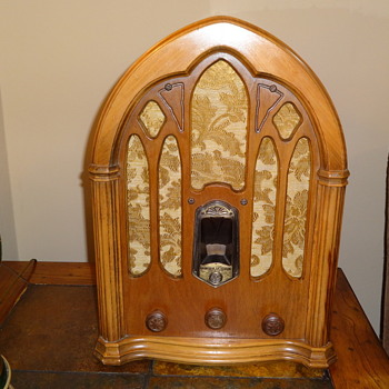 GE Cathedral Radio - Radios