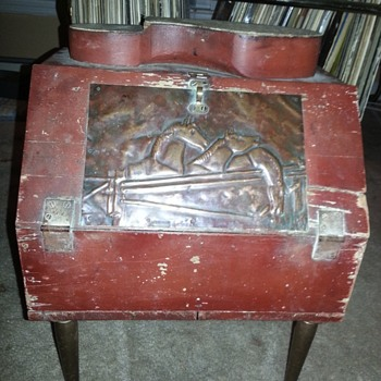 Shoe Shine Box with Tempered Metal Plate/Legs and Lock