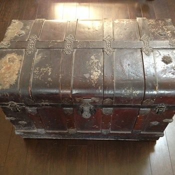 Antique Trunks/Chests (help indentifying)