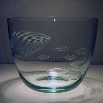 Franck Kaj  Nuutajärvi-Notsjö  Signed Etched Fish bowl - Art Glass