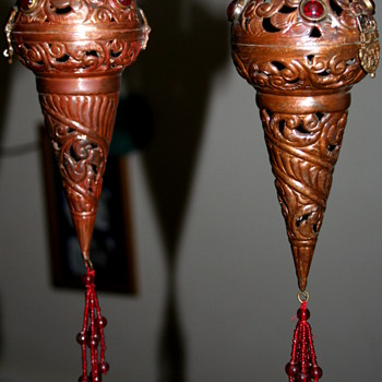 2 BEAUTIFUL VINTAGE INCENSE BURNERS.