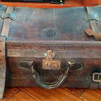 Old leather suitcase - Bags