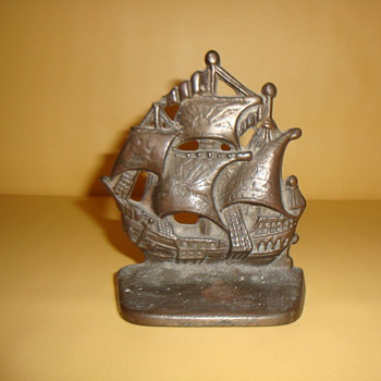 BRONZE SPANISH GALLEON BOOKEND - Books