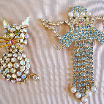 ENGLAND'S FINEST CAT & ANGEL RHINESTONE BROOCHES - Costume Jewelry