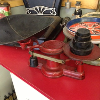 Beautiful Cast Iron Scale - Tools and Hardware