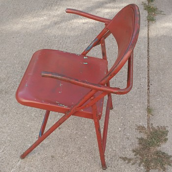 Folding steel captain's chair