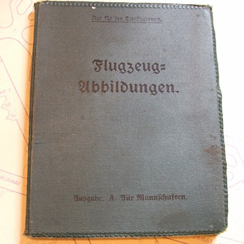 WW1 German Aircraft Identification book/foldout - Military and Wartime