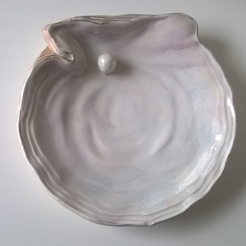"Antique ""Pearl In An Oyster Shell"" Trinket Dish - Victorian?? - Art Pottery"