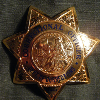VINTAGE VERY RARE MAKER CA DEPT. OF CORRECTIONS 7 POINT STAR BADGE - Medals Pins and Badges
